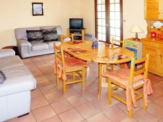 Apartment in Mimizan, Aquitaine, with modern amenities and garden