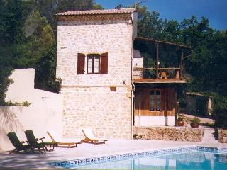 Charming old stone house with private swimmingpool, Lorgues