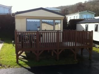 SUPER LUXURY STATIC 8 BERTH CARAVAN, New Quay