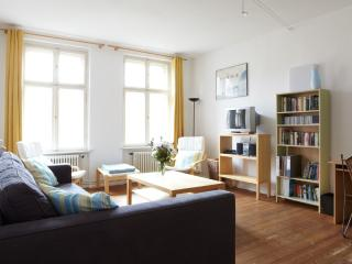 CHARMING APARTMENT IN AN OLD, FULLY RENOVATED, Berlín