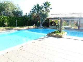 VILLA RENTAL: 3 BEDROOMS, SLEEPS 8 IN CORBARA, Argeles-sur-Mer