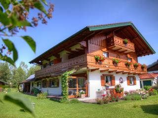 380 Sqft Vacation Apartment Inzell - well kept personell alpine horses