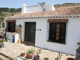 Idyllic rural casita adjacent farmhouse and pool, Villanueva de la Concepcion