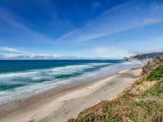 Pet-friendly A-frame cottage - oceanfront with ocean views!, Lincoln City