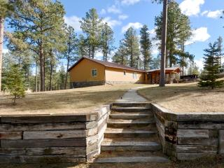 Black Hills Cabin With Hot Tub and Seclusion!, Hill City