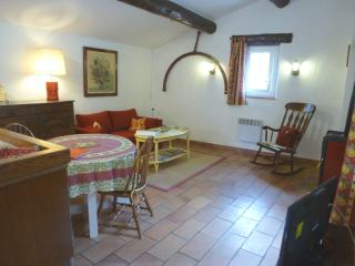 Holiday Apartment for 2 between Luberon and Verdon, La Bastide-des-Jourdans