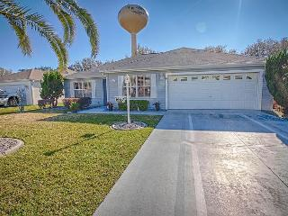 Fantastic 2,000 sq/ft home with a preserve view and free use of golf cart, The Villages