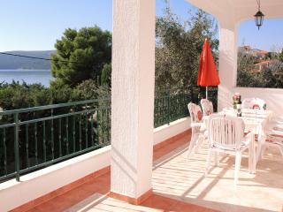 Apartment M6 30 m from the sea Seget Vranjica