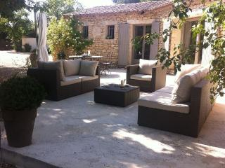 GORDES, INDIVIDUAL AND PRIVATE POOL HOME ON FENCED, Gordes