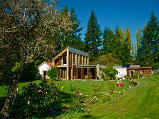 Queenstown paradise in rural setting close to town