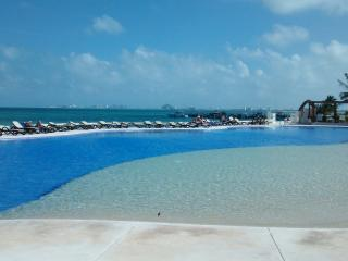 Beautiful condo on the beach at Amara Cancun, Cancún