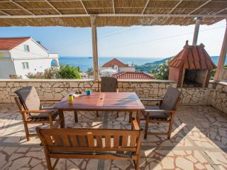 Lily´s home with pool and sea view, Mlini