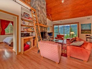Private Hideaway with big views of the Lake and Mountains! *Fall Specials*, Cle Elum
