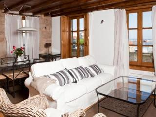 239 Traditional townhouse with sea views, Cambados
