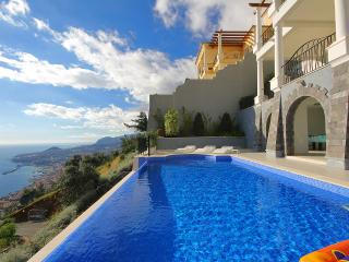 Palheiro Village Stylish 4 bedroom villa, Funchal