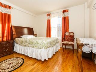 Cozy 1-bedroom close to Manhattan Wi-Fi $$, Brooklyn