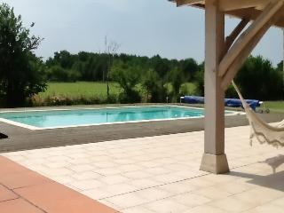Peaceful gite with garden and pool, Monsempron-Libos