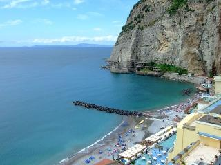 Wonderful Seafront Large and Bright Apartment, Meta
