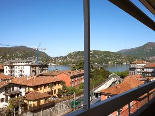 Conveniet Como city centre apartment, lake views