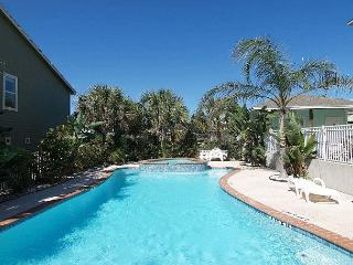 Beyond the Sea, 3 story, 4 BD, 3.5 bath, sleeps 10, walk to beach and pool, Port Aransas