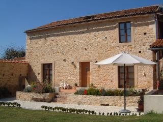 Holiday Barn private heated pool Charente France, Chasseneuil-sur-Bonnieure