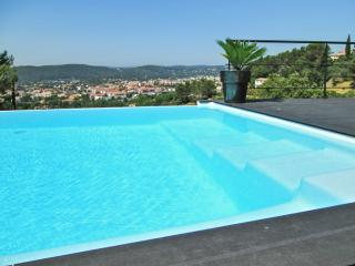 Stunning villa in the Var, Provence, with infinity pool and spectacular mountain views, Draguignan