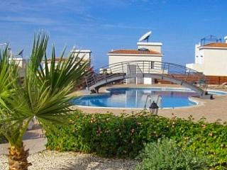 'Tala Panorama' - Gorgeous apartment in Cyprus with sunny terrace, huge pool and sea views