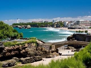 Family-friendly apartment in Biarritz with 3 bedrooms and WiFi – 300m from the beach!