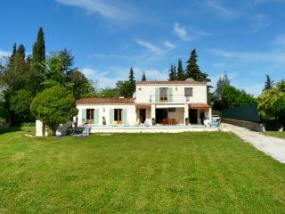 Modern villa with pool near golf, tennis & town, Mouans-Sartoux