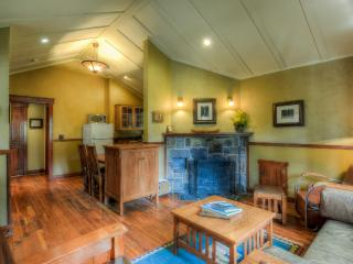 Johnston Canyon 4 person Classic Bungalow - #2, Banff