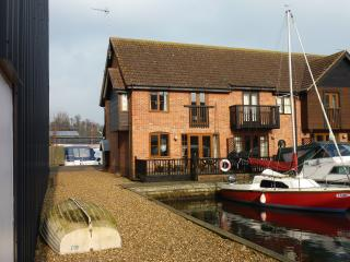 Waterside Holiday Home, Yare Cottage, Wroxham