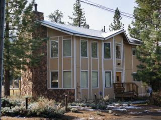 BEST DUPLEX IN TOWN BY THE BEACH & GONDOLA, South Lake Tahoe