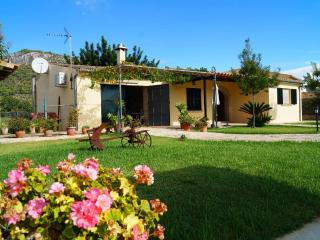 Homely villa with swimming pool, Moscari