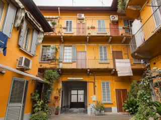 OLD MILANESE STYLE APARTMENT NEAR METRO PRECOTTO, Mailand