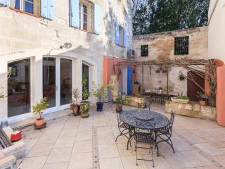 Beautiful, bright home within the walls of Avignon with charming private garden and terrace, sleeps 4