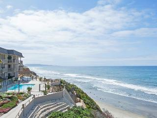 Oceanfront condo with white water views, pool & spa in Del Mar Beach Club, Solana Beach