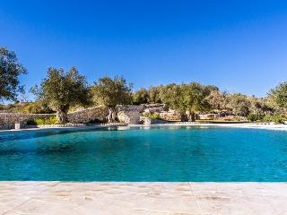 Luxury Villa with large saltwater pool, Giarratana