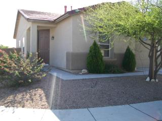 Tucson Delight - 2 bedroom, garage, mountain views