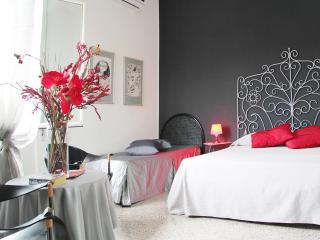 BEAUTIFUL VATICAN FLAT! 2BTH FREE WIFI A/C TV PAX5, Vatican City