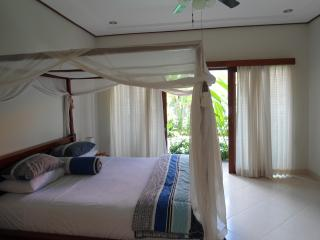 Beachside bypass 2 bed / pool villa walk to beach, Sanur
