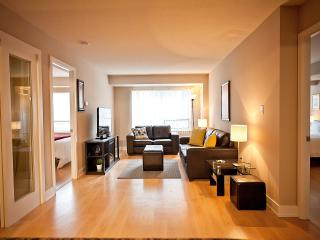 3 Bedrooms + 2Full Bath Luxury Condo in Toronto