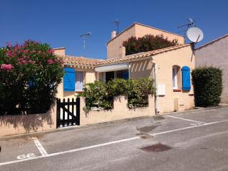 HOMELY VILLA POOL, GOLF, BEACH, TOWN CENTRE  CLOSE, Cap-d'Agde