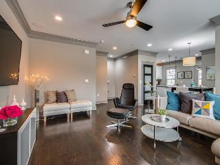 3BR Townhouse w/ Outdoor Fireplace-Just Reduced!, Nashville