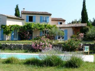Charming villa with swimming pool and large garden, Lagnes
