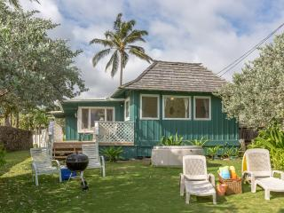 Beachfront Plantation Cottage, Kailua