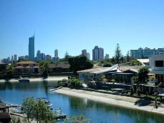 Coral Waterfront, Broadbeach