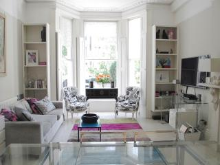 Superb Location Stylish Living in a London Townhou