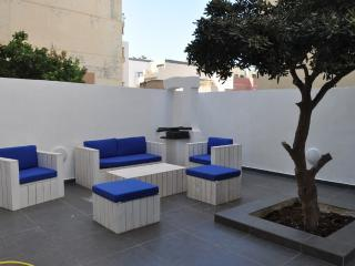 Seaview 3 Bed Apartment in St. Paul's Bay, San Pawl il-Baħar (St. Paul's Bay)