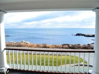Ocean Whisper House: Water views abound from this amazing 3+ bed/4.5 bath., Gloucester
