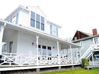 John Oakes Rockport Harbor House: Completely renovated in 2015!  Waterfront!